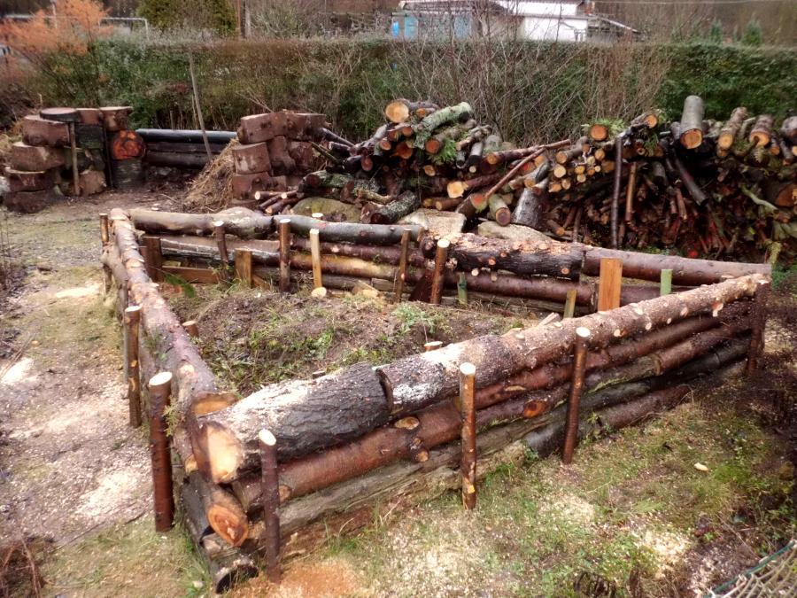 Hochbeet aus nicht vorgefertigten Holz bauen » Gartenratgeber