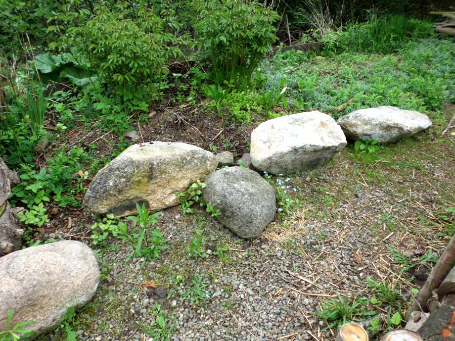 feldsteine und findlinge im garten » gartenratgeber, Garten Ideen
