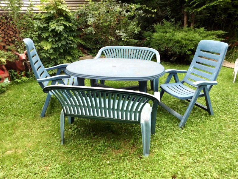 Kunststoffmöbel im Garten