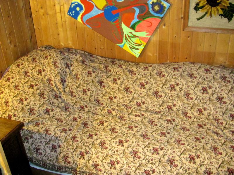 Bett im Gartenhaus