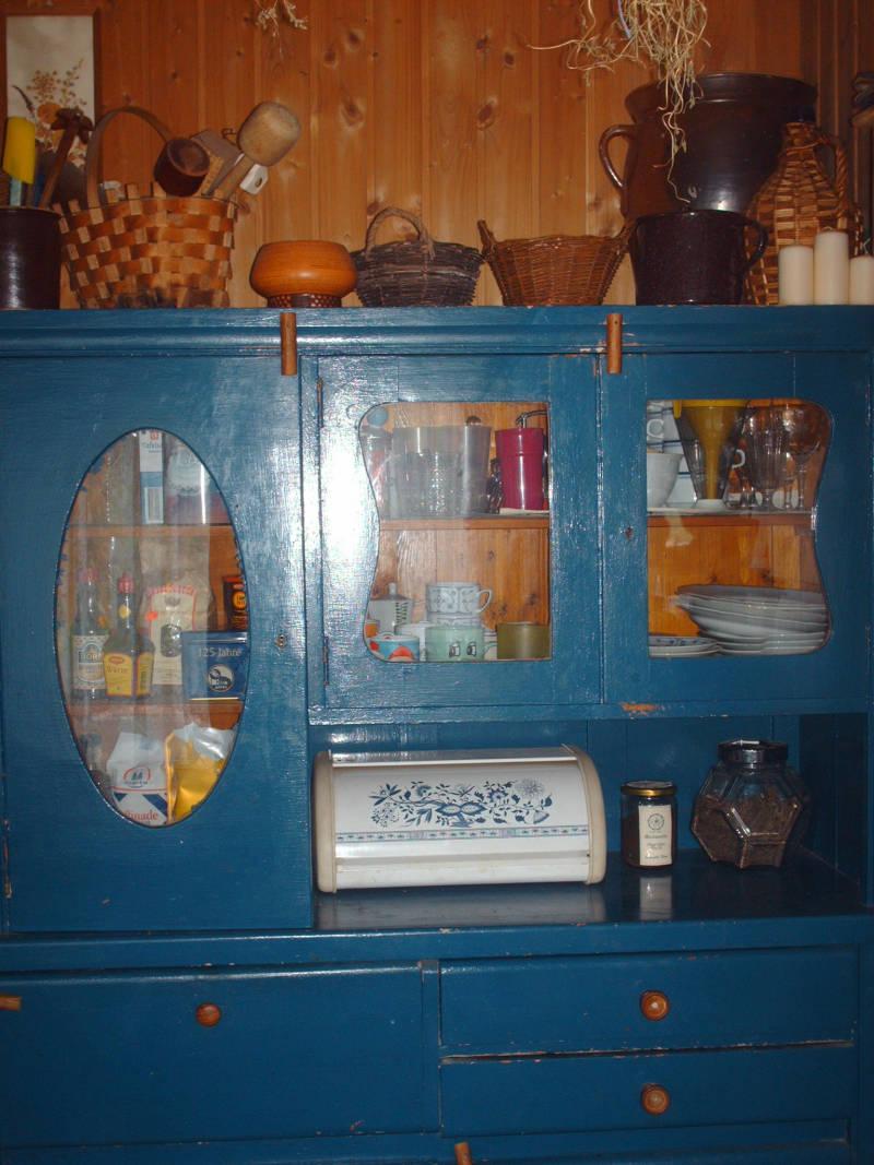Küchenschrank aus Holz