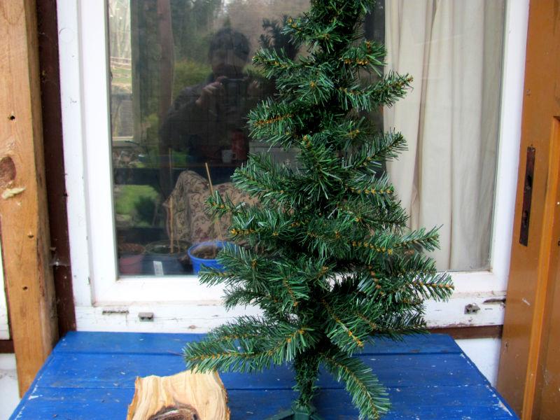 Wie reinigt man einen künstlichen Weihnachtsbaum