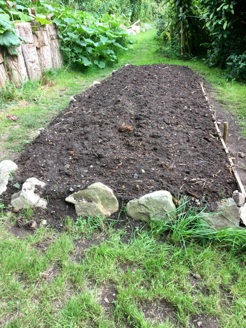 Gartenbeet umgegraben