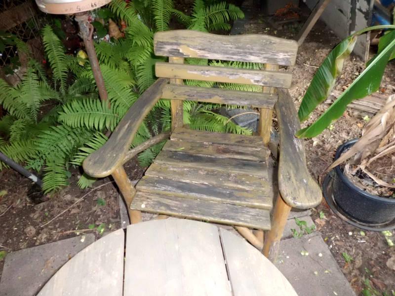 alter Holzstuhl