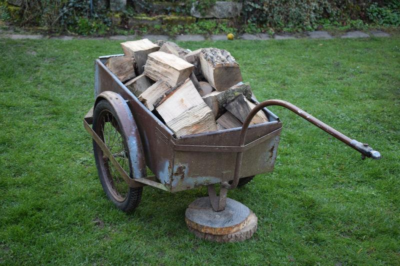 Handwagen im Garten