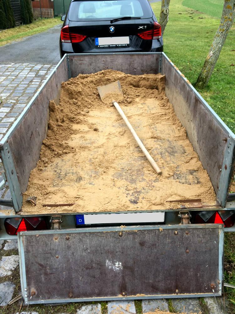 PKW Anhänger Sand