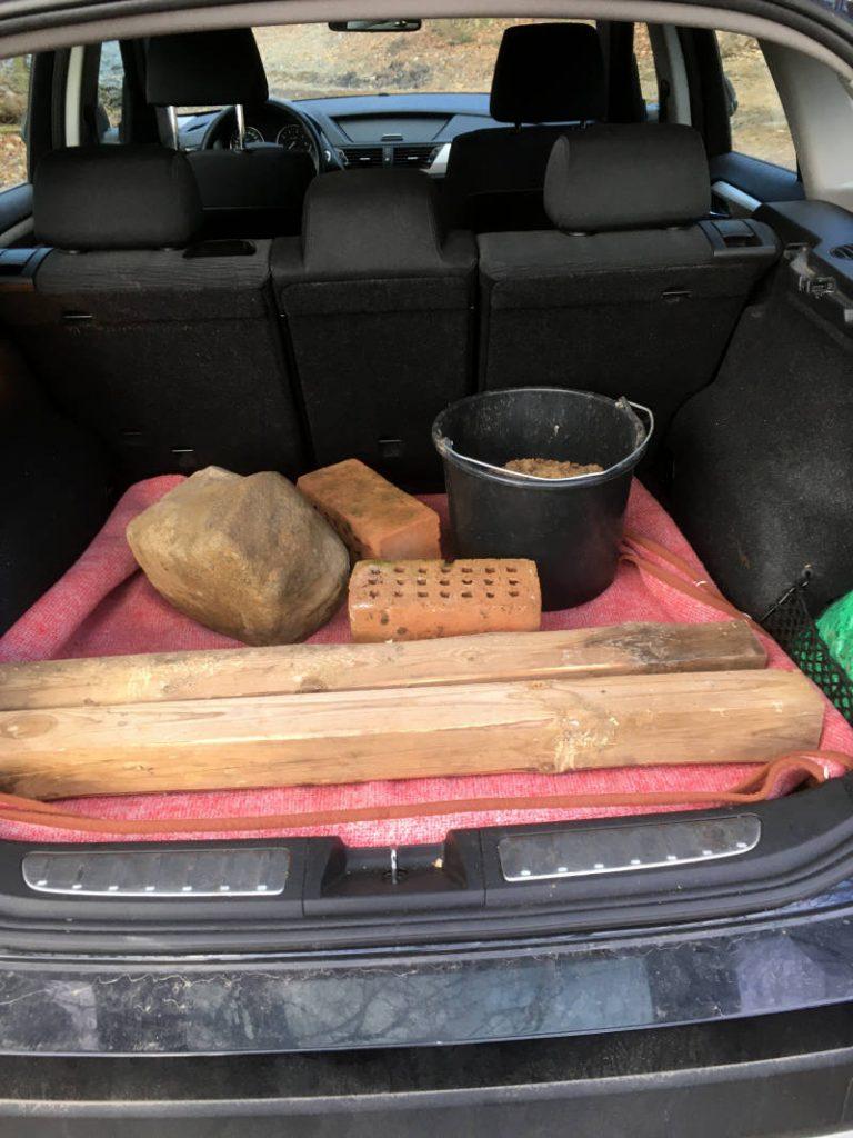 Dinge im Kofferraum transportieren