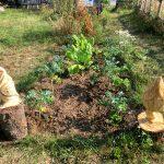 Holzfiguren im Garten